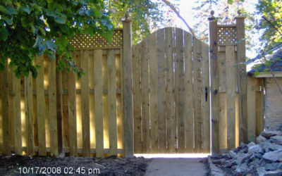 Prefab Wood Panels vs. Built In Place Wood Fence